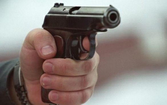У Черкасах посеред вулиці чоловіку вистрелили в