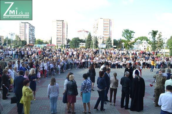 У Черкасах підняли стяг України, закликали зателефонувати бійцям АТО та об'єднатися (ФОТО)