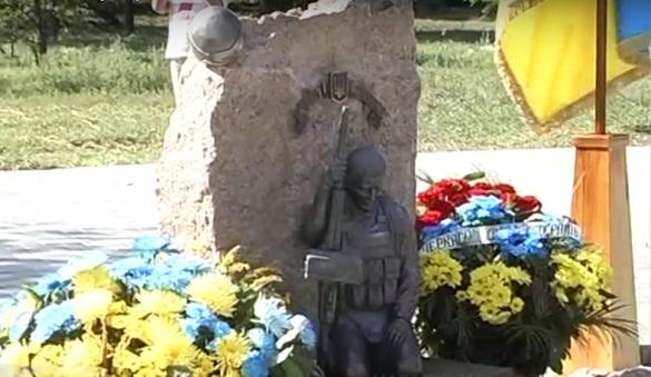 У Черкасах відкрили перший в області народний пам'ятник загиблим АТОвцям