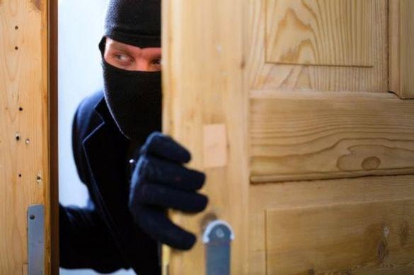 На Черкащині затримали двох зловмисників, які обкрадали чужі помешкання