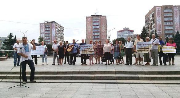 Чому черкаські письменники досі без даху: основні
