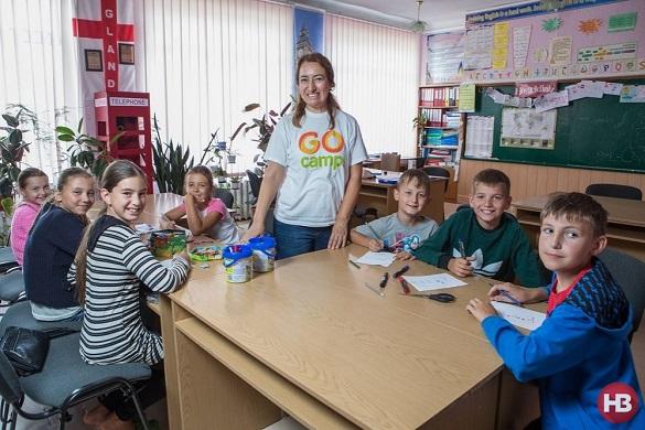 Міжнародний досвід: у селі на Черкащині іноземна волонтерка вчить дітей англійської