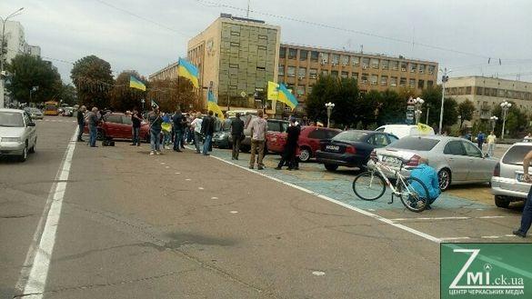 У центрі Черкас мітингували проти величезних штрафів для власників нерозмитнених автівок (ФОТО)