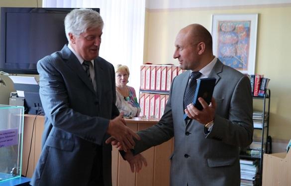 Директор черкаської гімназії отримав нагороду