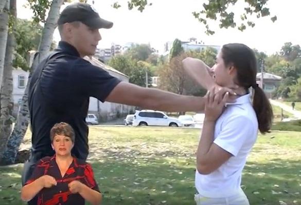 Черкаські поліцейські навчали жінок самообороні (ВІДЕО)