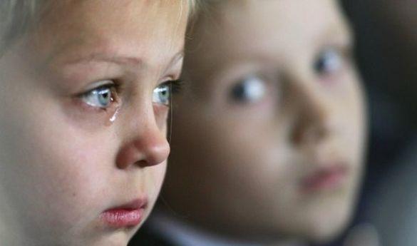 Довелося зламати двері: у Черкасах із неблагополучної сім'ї врятували чотирьох дітей
