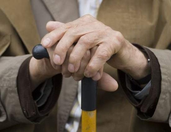 Залякував та душив: у Черкаській області зловмисник пограбував 91-річного ветерана