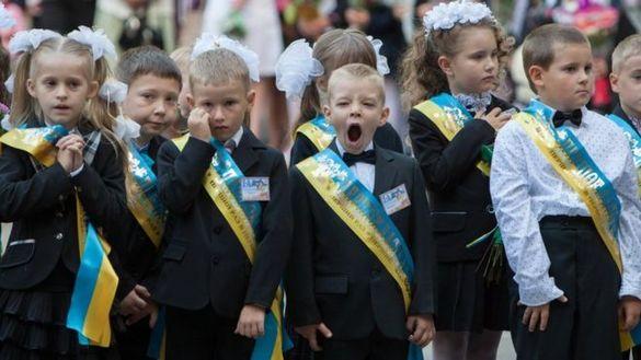 У Черкасах просять заборонити депутатам та посадовцям виступати на шкільних лінійках