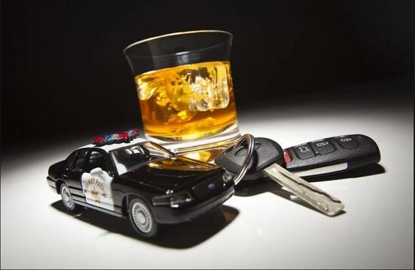 Викладача черкаського вишу спіймали п'яним за кермом