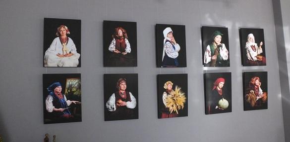 """У черкаській галереї показали """"Благословенних Богом українок"""" (ВІДЕО)"""
