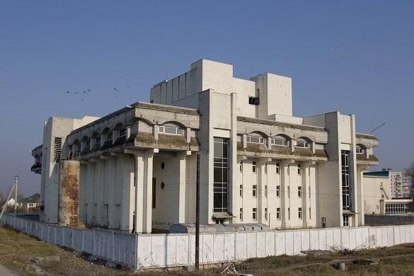 У центрі Канева вже 30 років не можуть завершити будівництво будинку культури (ВІДЕО)
