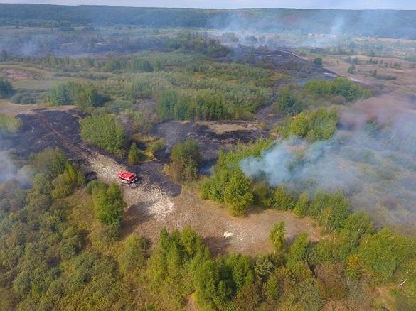 На Черкащині триває ліквідація масштабної пожежі торфу (ВІДЕО)