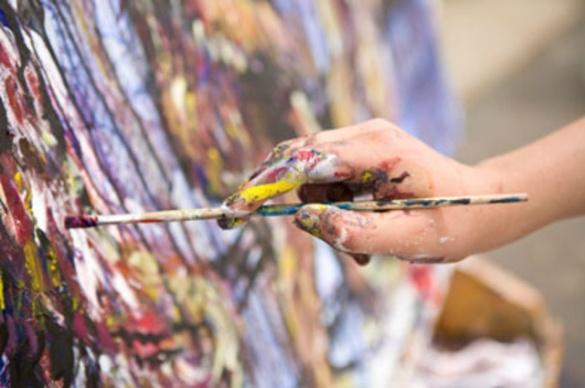 Художниця-пенсіонерка продає власні картини в середмісті Черкас (ВІДЕО)
