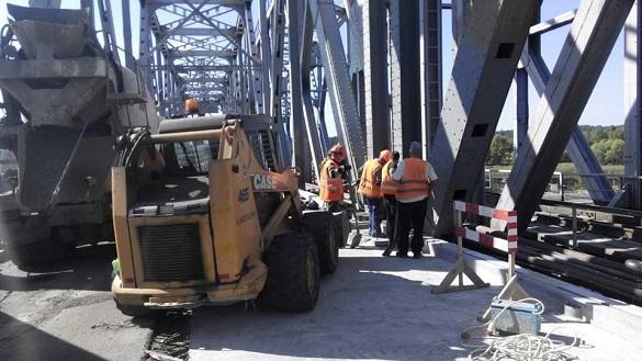 На черкаському мосту розпочали роботи з гідроізоляції (ФОТО)