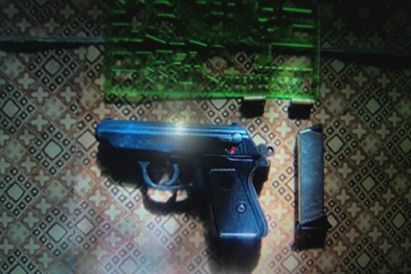 На Черкащині в молодої жінки поліцейські вилучили пістолет (ФОТО)