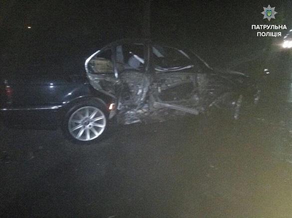 У Черкасах легковик в'їхав у електроопору: є постраждалі (ФОТО)
