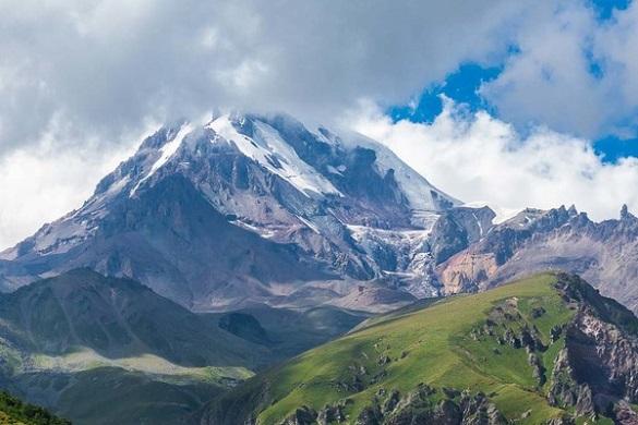 Черкаські альпіністи підкорили кавказький п'ятитисячник (ФОТО)