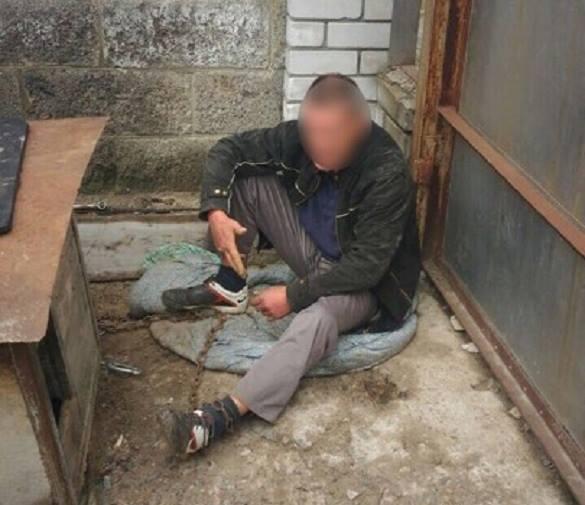 У Черкасах  чоловіка прикували ланцюгами до собачої будки (ФОТО, ВІДЕО)
