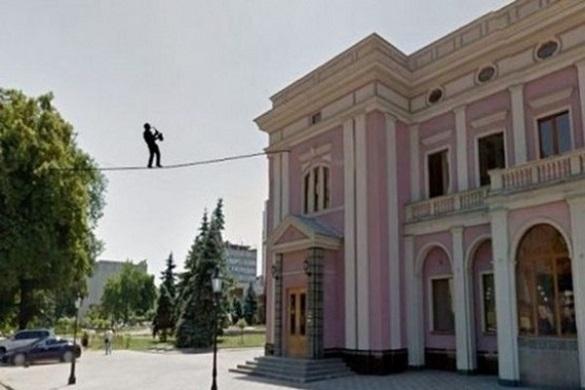 Біля черкаської філармонії скоро встановлять нову підвісну скульптуру