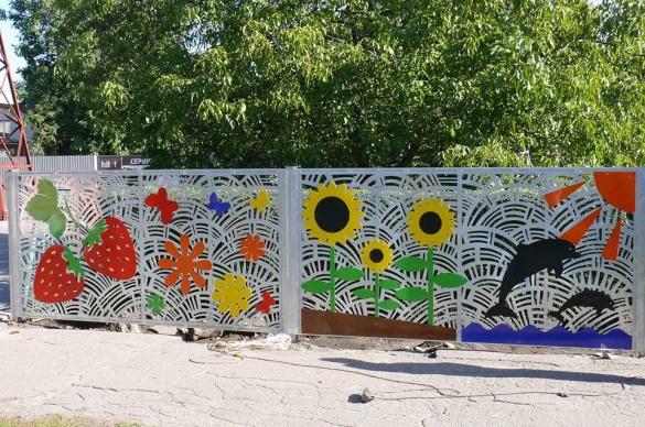 Навколо одного із черкаських садочків з'явився яскравий паркан (ФОТО)