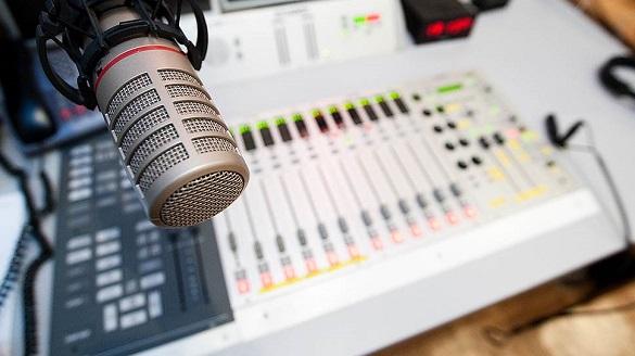 Чи дотримуються мовних квот черкаські радіостанції? (інфографіка)