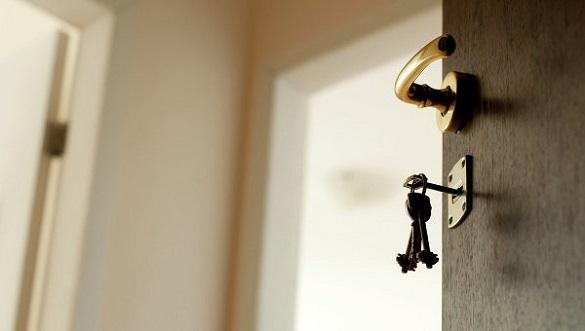 Поки власниці не було вдома: у Черкасах чоловік незаконно почав жити у чужій квартирі