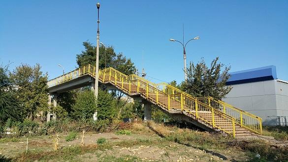 Один із мостів у Черкасах перебуває в аварійному стані (ФОТО)