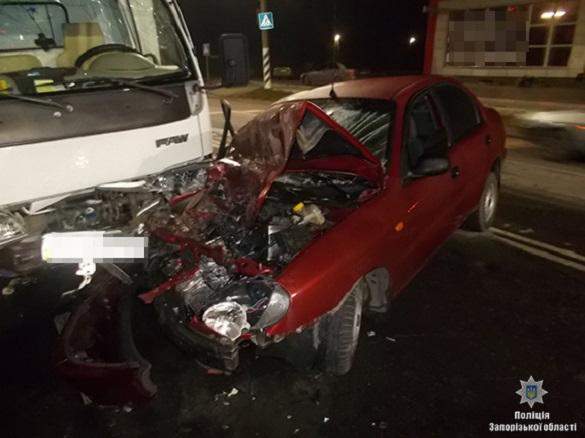 Вантажівка зім'яла легковик: черкащанин потрапив у ДТП на Запоріжжі (ФОТО)