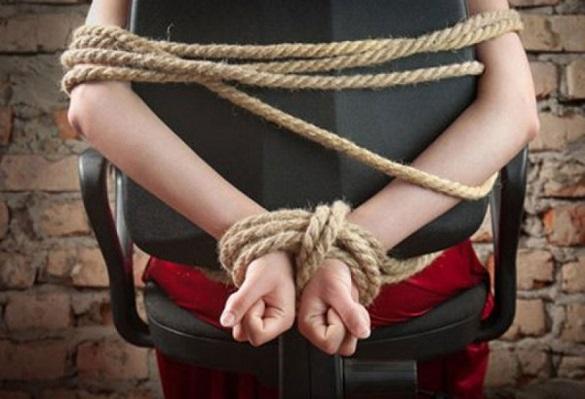 Поліцейські затримали жителів сусідньої області, які зв'язали та пограбували черкащанку