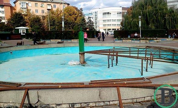 У Черкасах готують фонтани до зими (ФОТО)