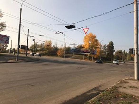 На одному з найбільших перехресть Черкас уже кілька тижнів не працює світлофор