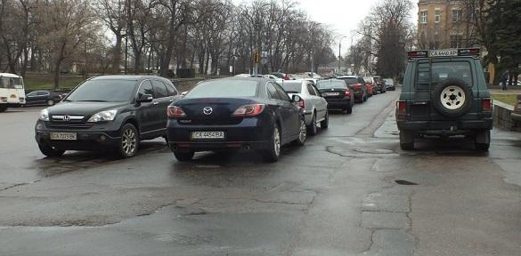 Чи потрібні платні паркувальні майданчики у Черкасах? (ВІДЕО)