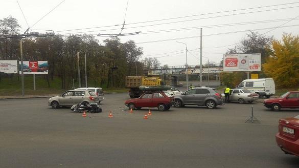 У Черкасах на перехресті з непрацюючим світлофором сталася ДТП (фотофакт)