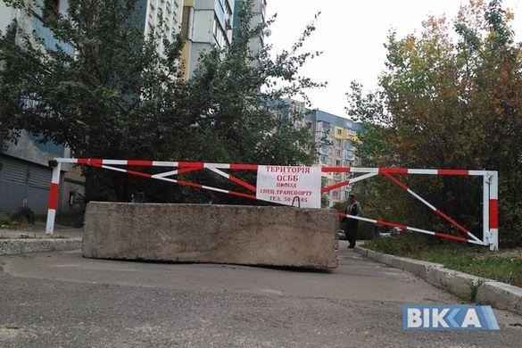 Війна за проїзд: у Черкасах мешканці багатоповерхівки перекрили дорогу після того, як у дворі збили дитину