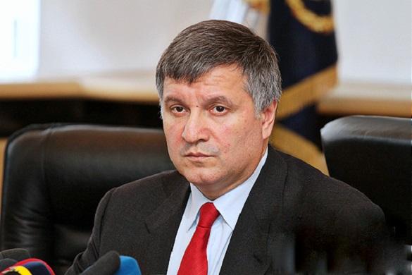 Аваков відреагував на заяву Олійника про фінансування мітингувальників у Києві