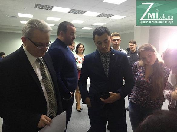 Як черкаські діячі, депутати та чиновники написали диктант?