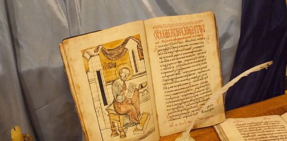 У Черкасах презентували унікальну копію легендарного Пересопницького Євангелія