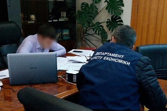 На черкаського посадовця склали протокол за корупційне правопорушення