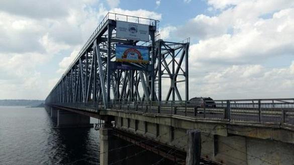 Стало відомо, коли завершать асфальтування правого проїзду на мосту через Дніпро
