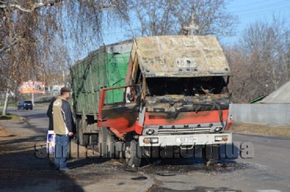 У Черкаській області під час руху вантажівку охопило полум'ям (ФОТО)