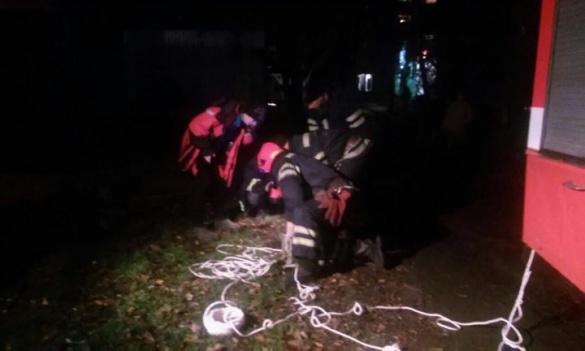 У Черкасах сталася смертельна трагедія: дитина впала у каналізаційний колодязь (ФОТО)