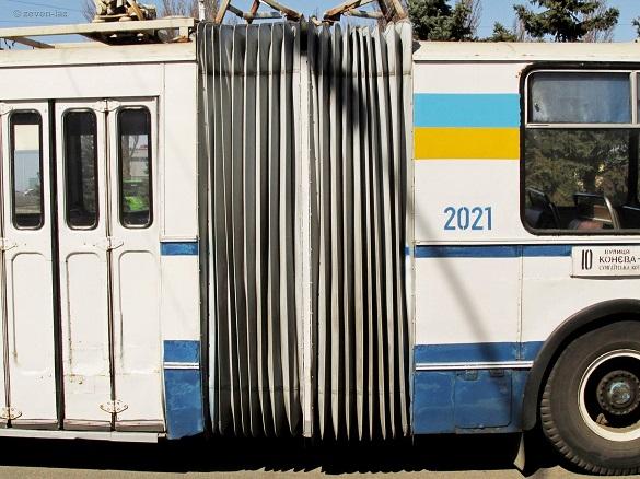 У черкаських тролейбусах замінюють кожухи