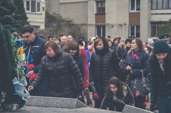 Черкащани вшанували загиблих активістів Майдану та бійців АТО (ФОТО)