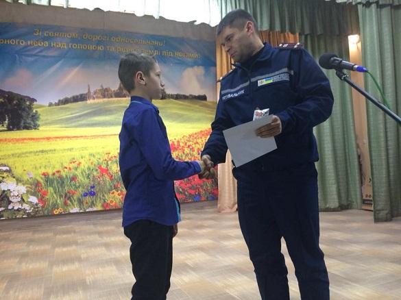 На Черкащині нагородили юного героя за порятунок трирічної дитини