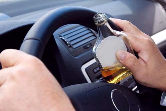 Черкасами їздив п'яний водій, який  перевищив норму алкоголю у 10 разів (ВІДЕО)