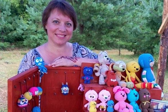 Черкаська майстриня виготовляє чудо-іграшки, які лікують дітей (ФОТО)