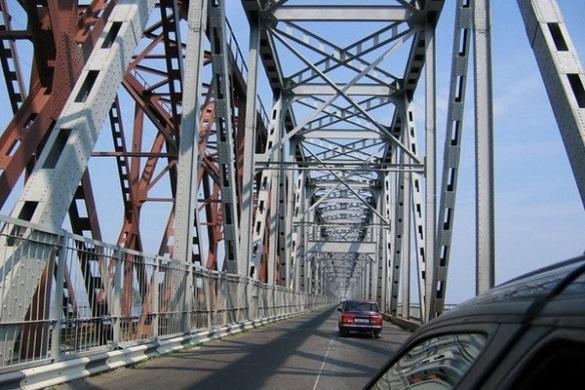 Сьогодні на мосту через Дніпро можливі затримки у русі транспорту