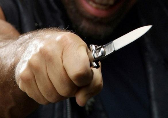 У Черкаській області чоловік накинувся з ножем на дружину