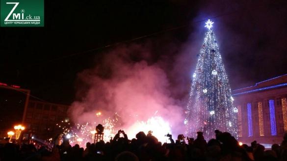 Черкащанам розповіли, коли в місті з'явиться новорічна ялинка