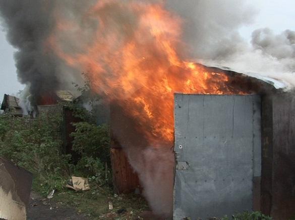 У Черкасах охоронець ненароком підпалив гараж